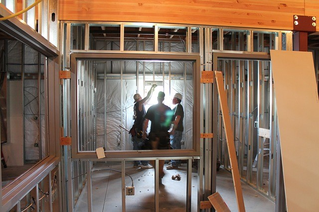 STEM Students learn about sustainable and traditional materials in Building Green